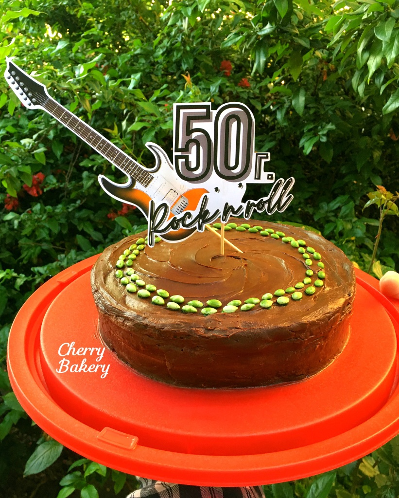 """Торта """"Гараш"""" - лесна, вкусна и много шоколадова, подходяща за рожден ден."""