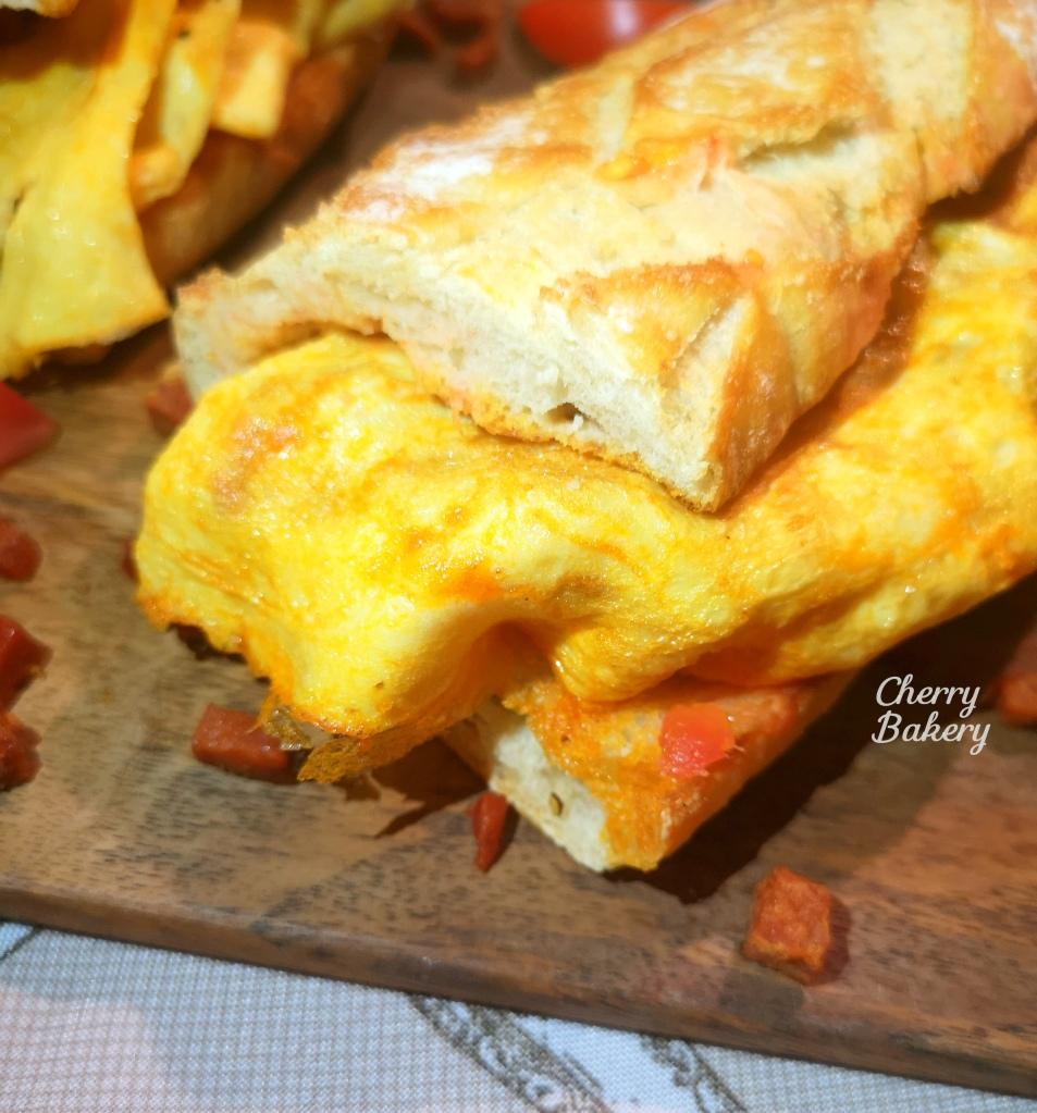 Бокадийо с омлет - рецепта за сандвич от испанската кухня, пресъздадена от Cherry Bakery.